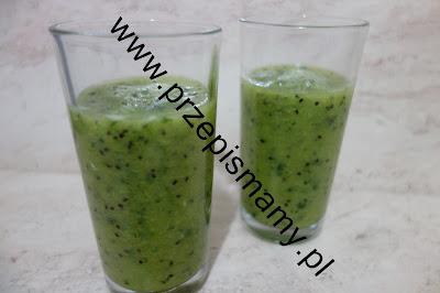 Koktajl z kiwi i zielonej pietruszki