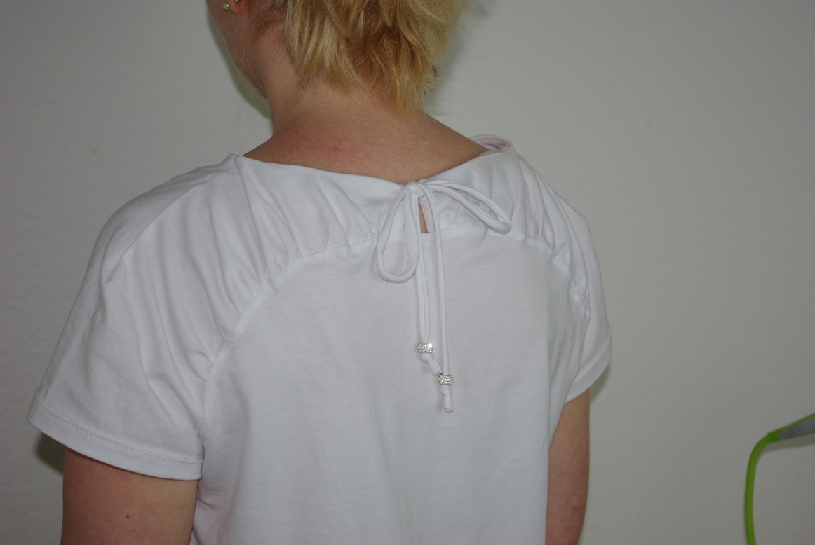 Kräuselung am Rücken - Upcycling Herzstück von FinasIdeen - Shirt aus Jersey nähen