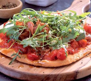 Mozzarella, Prosciutto and Rocket Pizza Recipe