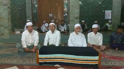 350 SISWA SMAN 10 PERDALAM RELIGIUSITAS DI PONDOK DAARUT TAUHID JATIWERO ( Perdalam Alqur'an Hingga Pemandian Jenazah ).