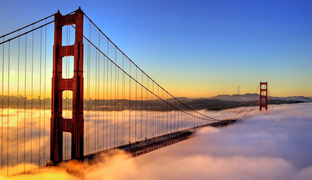 Dirigir ao longo da Ponte Golden Gate em San Francisco