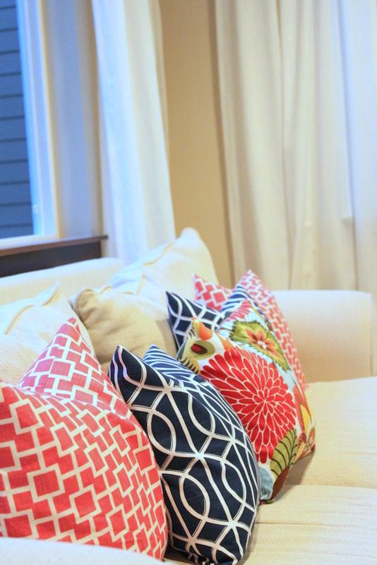 lovesome: envelope pillow tutorial