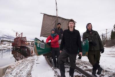 Parker Schnabel em frente ao grupo - Divulgação