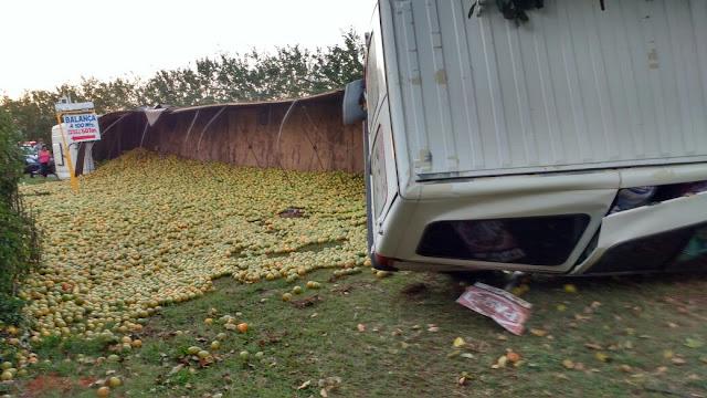 Acidente na rotatória deixa três pessoas feridas em Cajobi