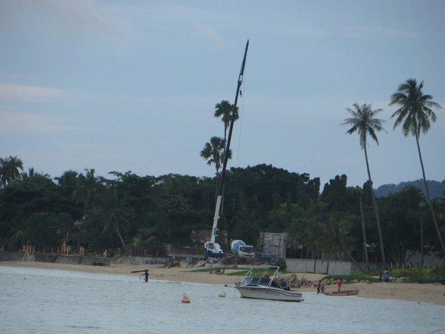 Стройка на пляже