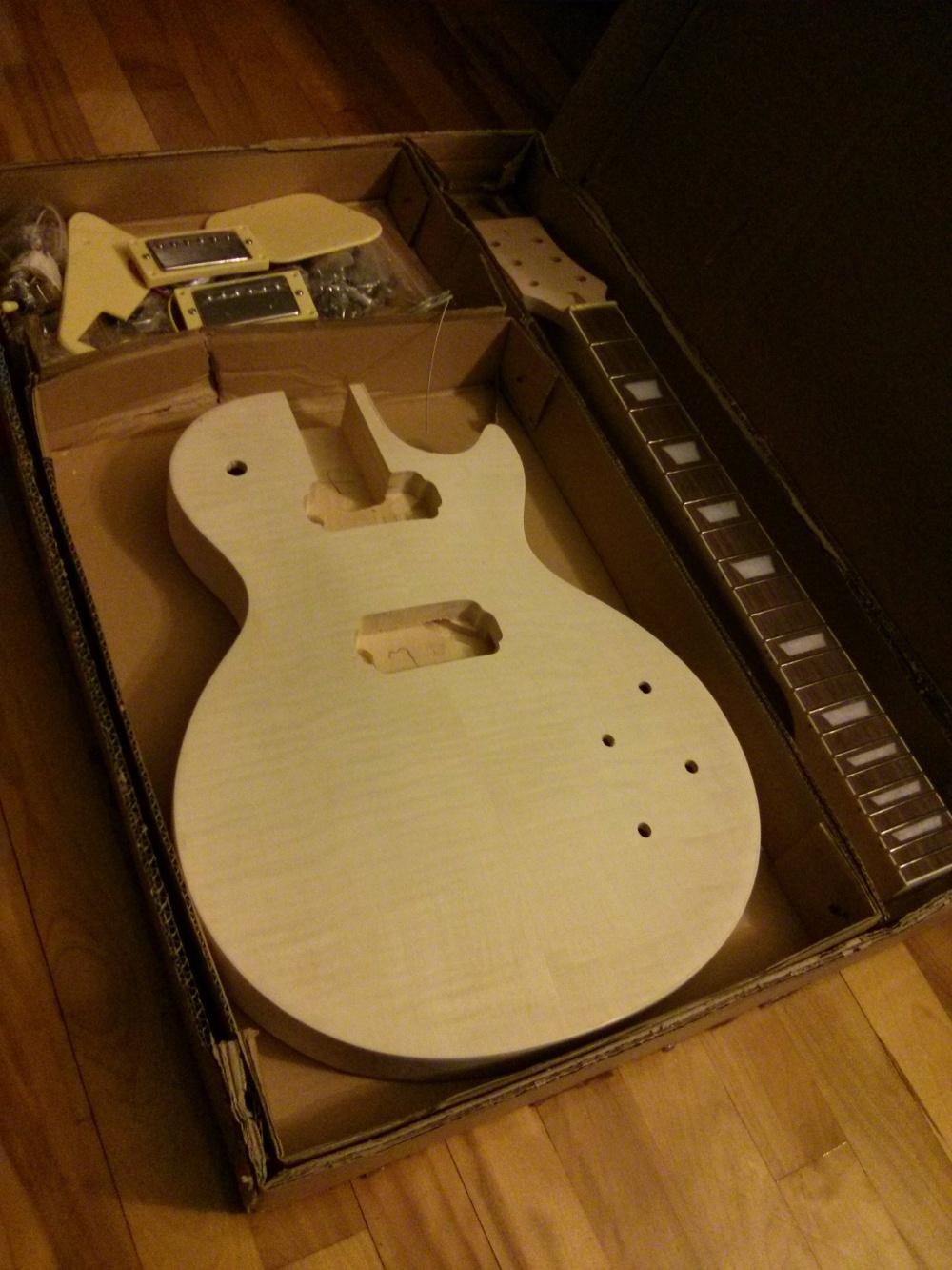code 18 assembler une guitare lectrique. Black Bedroom Furniture Sets. Home Design Ideas