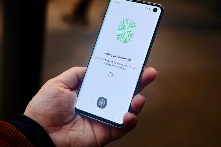 Samsung Galaxy S10 Review 2019 - TechnologyaNg