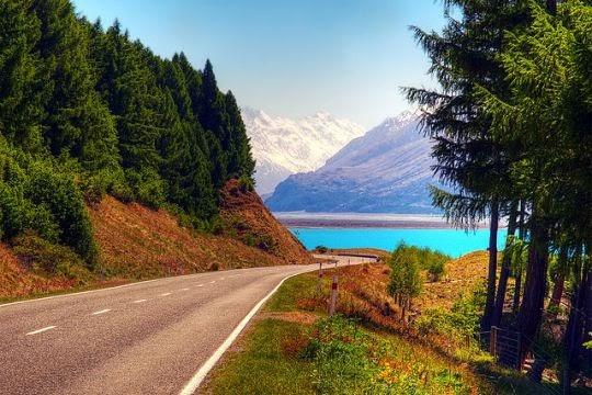Jalan menuju ke Danau Pukaki