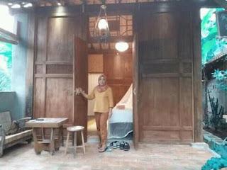 Lies di rumah adat suku Osing Desa Kemiren