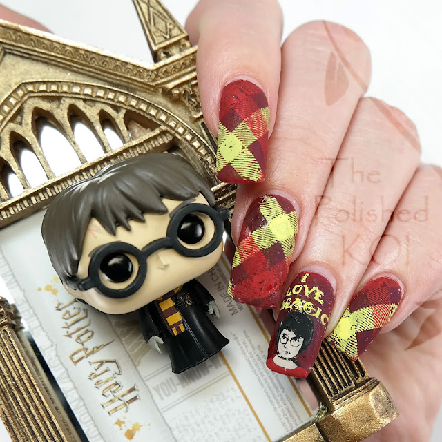 Harry Potter Gryffindor Nail Art
