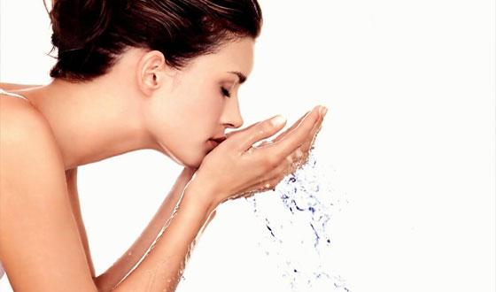 Tips dan Cara Mengatasi Minyak Berlebih pada Wajah, tips untuk menghilangkan minyak pada wajah, Perawatan yang Baik.