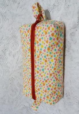 Estojo ou necessaire box em tecido com forro e zíper