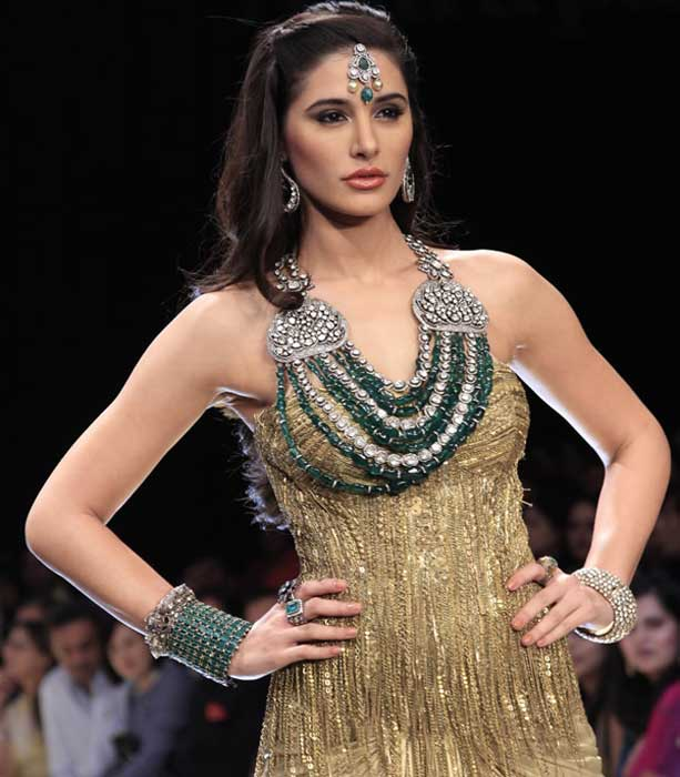 nargis-fakhri-at-fashion-show