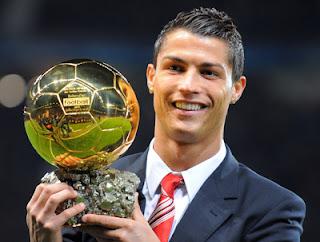 Cristiano Ronaldo levantando balón de oro