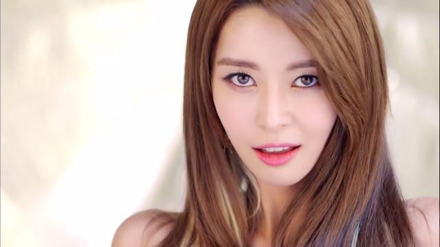 Kwon_Nara_Member_Tercantik_di_Hello_Venus