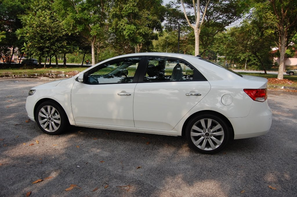 The Best Of Automotive 2011 Naza Kia Forte 2 0 Tested