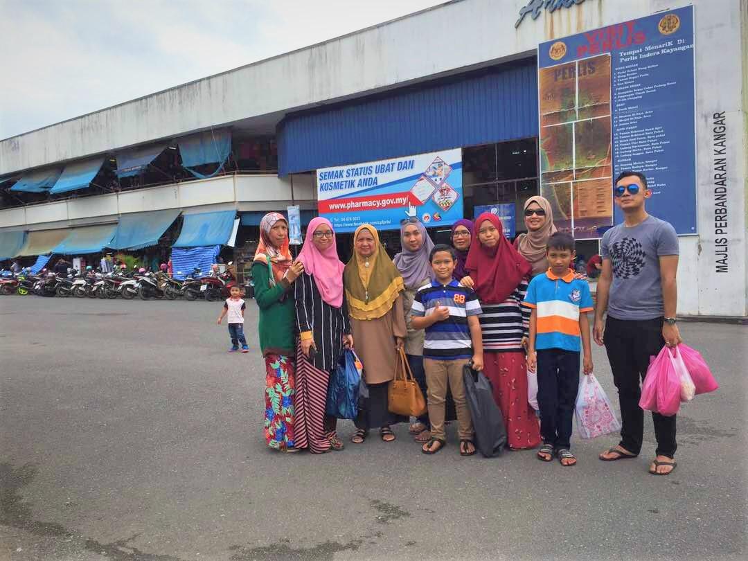 Shopping Sakan Di Padang Besar, Borders Of Malaysia-Thailand