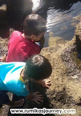 bermain di pantai karang hawu sukabumi