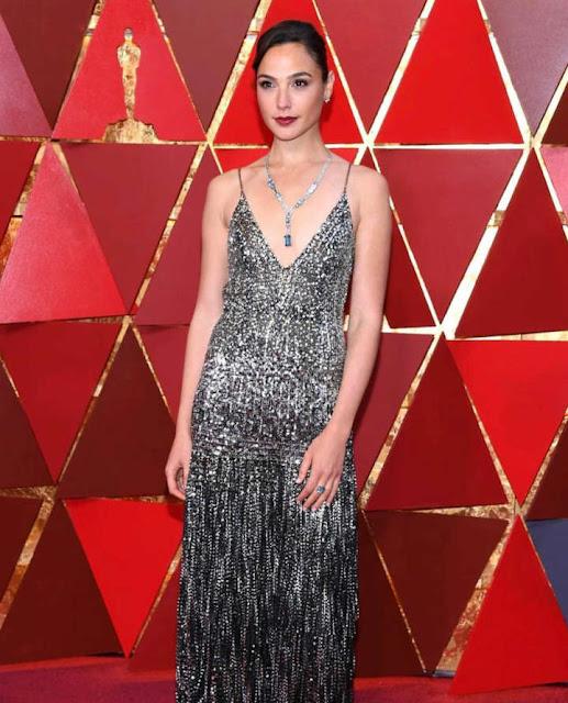 Batom da Gal Gadot, a Mulher Maravilha, no Oscar 2018