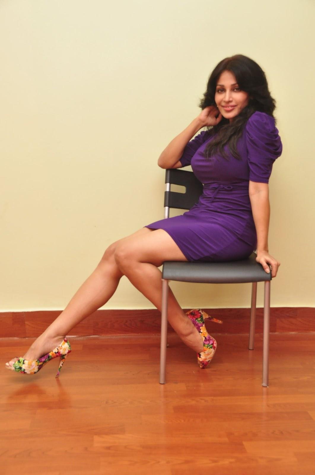 Asha Saini Hot Photo Gallery Shiner Photos
