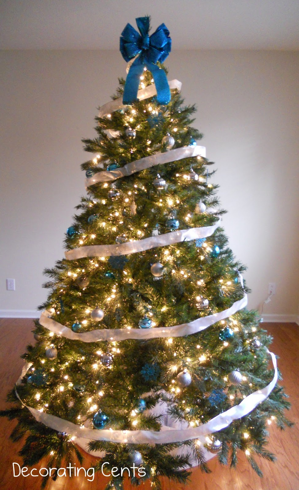 Blue And Silver Decoration Living Room: Blue And Silver Christmas Tree