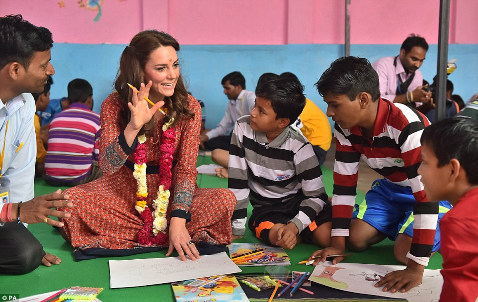 The Duchess enjoyed colouring with street children in New Delhi