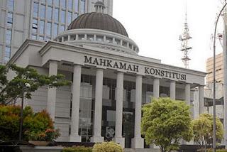 Kewenangan Mahkamah Konstitusi (MK) {Image by wartaaceh.com],