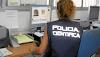 Una mujer policía fue a buscar huellas dactilares de un ladrón y se llevó todos los ahorros de la dueña de casa