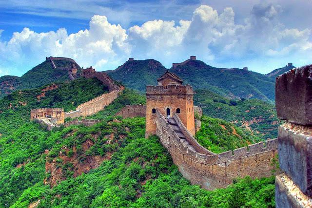 Uy nghiêm những tường thành cổ sừng sững theo tháng năm