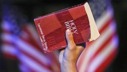 Hablando con Biblia en la mano