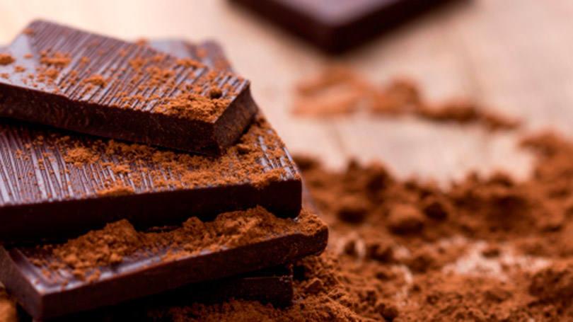Saboreando barra de chocolate - 2 2