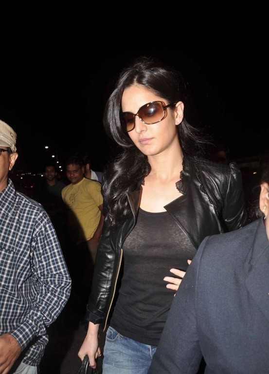 Bollywood Actress Katrina Kaif Photos Without Makeup At Mumbai Airport
