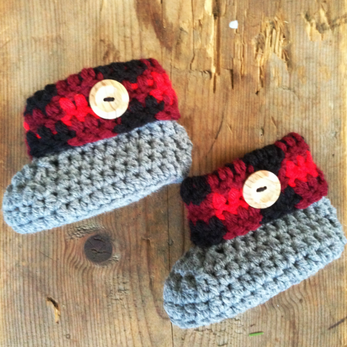 Plaid Cuff Baby Booties (Size newborn to 3 months) - Free Pattern