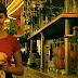 Για αυτό οι Έλληνες λατρεύουν τα όμορφα κορίτσια στις καφετέριες