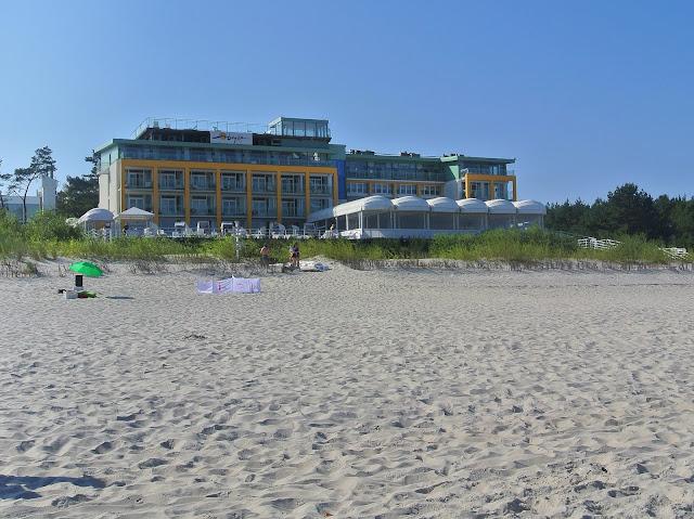 Hotel Bryza Jurata nad brzegiem morza Bałtyckiego