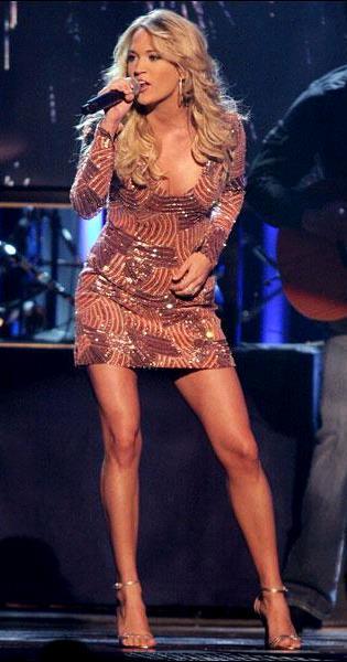 Foto de Carrie Underwood cantando en el escenario