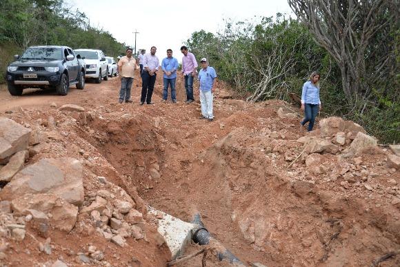 Secretário da Infraestrutura visita obras do Sistema Adutor de Olho d'Água do Casado e do Povoado Piau