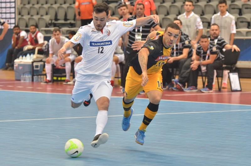 A Associação Carlos Barbosa de Futsal (ACBF) ficou com o vice-campeonato da Copa  Intercontinental de Futsal. O time laranja enfrentou o Magnus na decisão 570a186a313b8