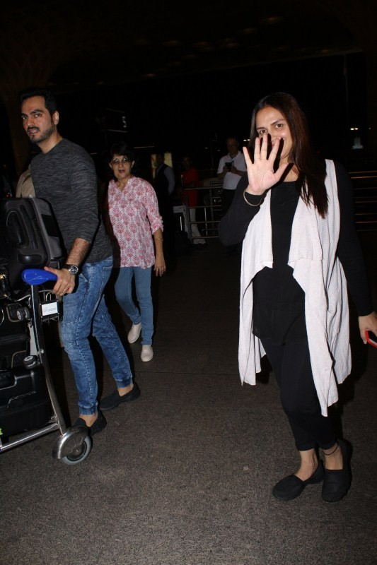 Esha Deol Spotted at Mumbai Airport