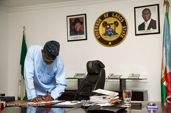 3 Photos of Fasholas last day in his office as Governor of Lagos state