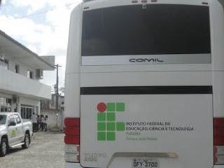 Criminosos fazem arrastão em ônibus e assaltam estudantes do IFPB