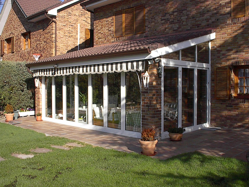 Montaje de cerramientos para terrazas - Carpintería y ventanas de ...