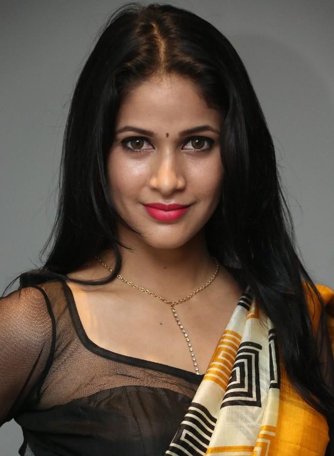 Actress LavanyaTripathi Latest HD Images