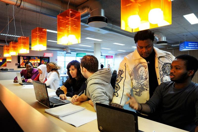 Sinh viên Fontys trong giờ học