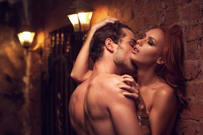 romantice love gestures, romancing couples, passionate intimate moments