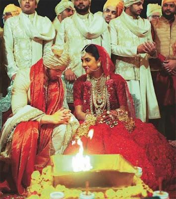 शादी के मंडप पर यूं साथ बैठे दिखें प्रियंका और निक, देखें खूबसूरत तस्वीरें