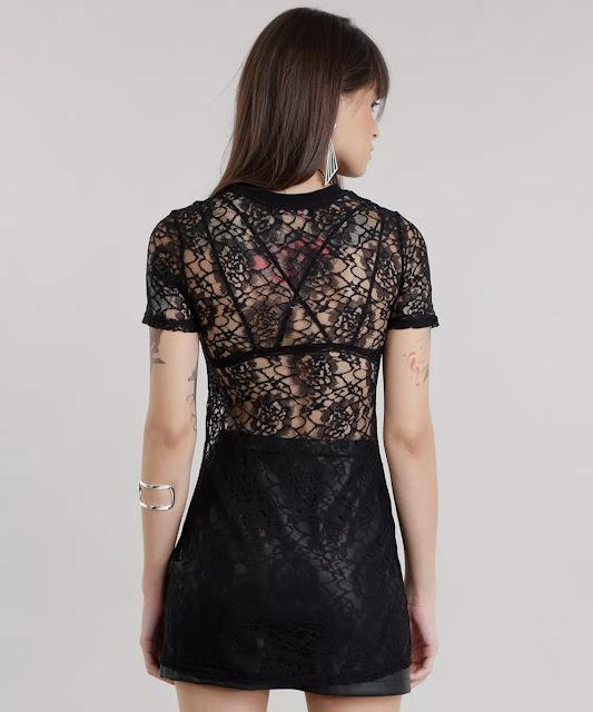 O decote é redondo e as mangas curtas. Essa blusa vai deixar seu look incrível