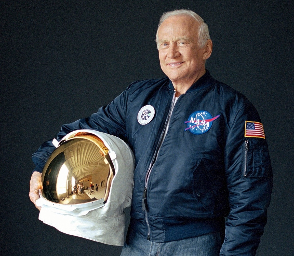 buzz aldrin says he is proud to be an american after - HD1154×1006