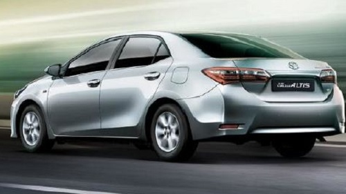 Nampak Belakang - Design of Toyota Corolla Altis