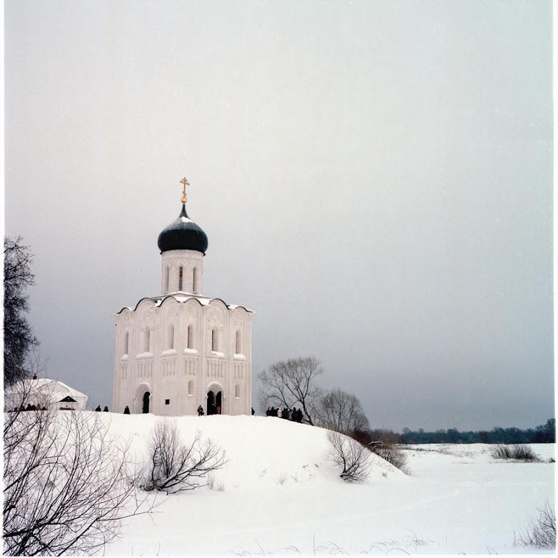 храм Покрова-на-Нерли зимой.